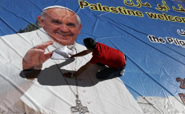 Palestinian-poster-welcoming-pope